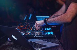 בחירה נכונה ב DJ לחתונות